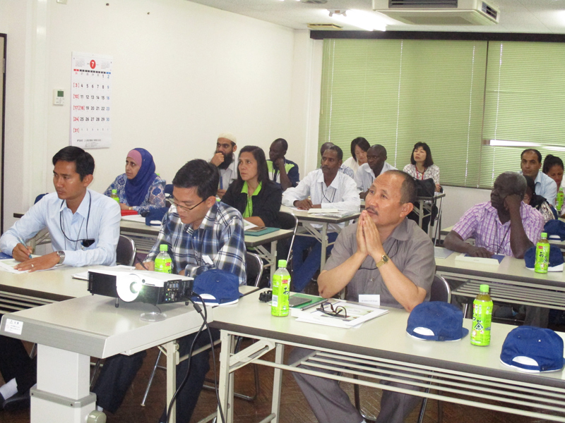 海外職業訓練協会から沢山の外国のお客様を迎えました