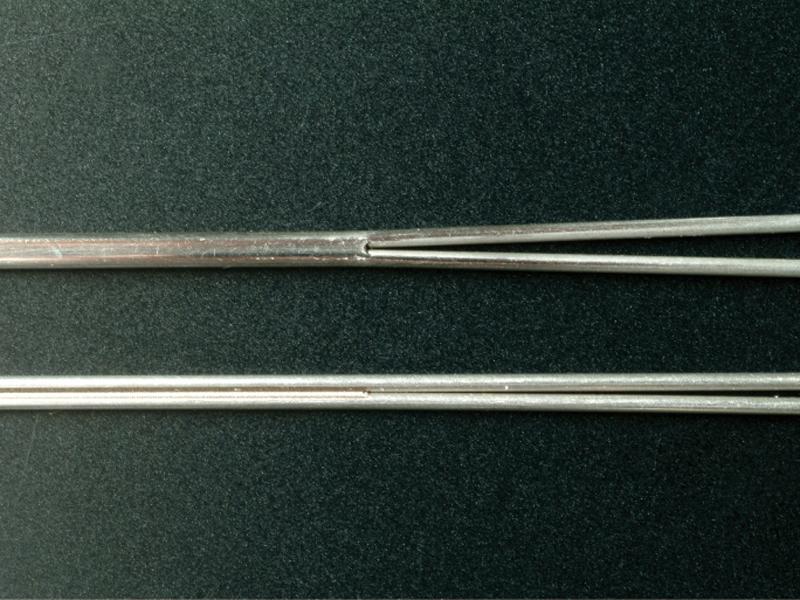 レーザー直線溶接 Φ0.81の2本のパイプを溶接後肉もり 二九精密