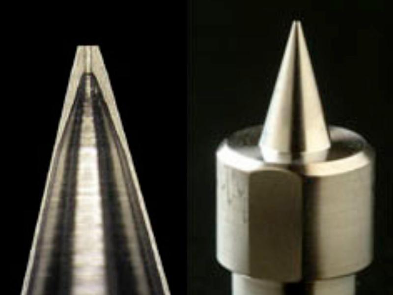 チタン加工技術 チタン小径ノズル先端 外径φ0.2、内径φ0.1