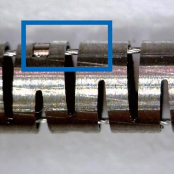 βチタンパイプにレーザー加工を施しワイヤーガイドリングを溶接