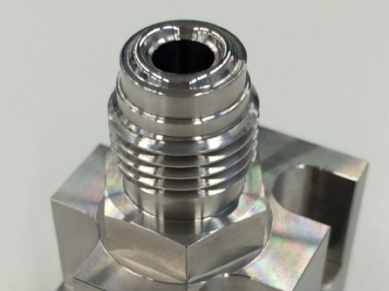 Cut out vacuum fitting metal seal
